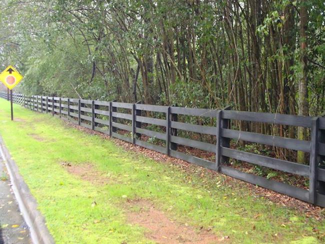 Akridge fence wood fencing farm horse